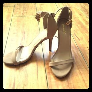 Bonnibell ankle strap high heel sandals size 8